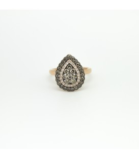 Ring of white and chocolate color diamonds