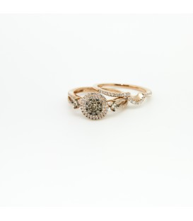 Double ring of white and chocolate color diamonds