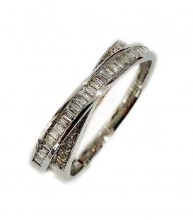 Sortija entrelazada de diamantes baguette y talla brillante