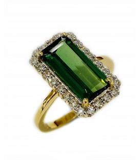 Sortija de Turmalina Verde con diamantes montada en oro amarillo de 18 kts
