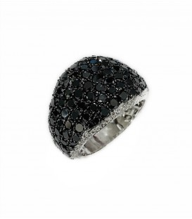14 KTS WHITE GOLD RING WITH BLACK AND WHITE DIAMONDS