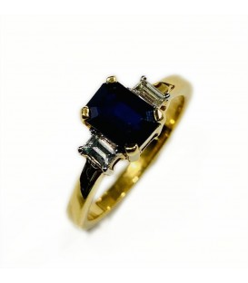 18 kts yellow gold ring with blue sapphire and diamonds